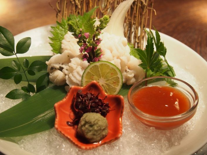 Shrimp and boiled wild vegetables in Japanese broth 1,000円